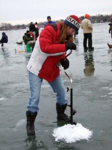 Jää on monenlainen harrastusalusta. Vältä ainakin virtapaikkoja ja ole selvillä jääpeitteestä. Kuva: Wisconsin Department of Natural Resourc./flickr