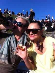 Munkkia ja simaa Helsingin kaivopuistossa vappupäivänä 2012