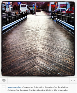 Mustaa jäätä. Kuva Forecan Instagram-tililtä: #forecaweather.