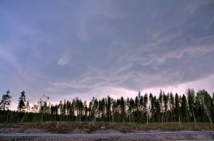Kuva 6: Ukkospilviä edeltävät utarepilvet (Mammatus clouds) Karkkilan jälkeen