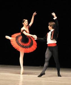 Vaikka näin voi sään nähdä. On akanilmaa ja ukonilmaa ja dynamiikkaa. Sitä paitsi menossa on Don Quijote -baletti. Mikähän kaikki maailmassa on tuulimyllyjä vastaan taistelemista. Ainakin sääpalvelu. Kuva: Jeff Medaugh / Wikimedia Commons.