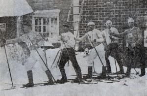 Oulun Hiihto vuonna 1893. Talviurheilumaa, suksille siis.  Kuva: Wikimedia Commons.