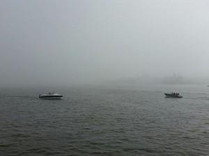 Kuva 3: Merellä sumu oli ajoittain sakeaa. Laivojen sumutorvet soivat vähää väliä Helsingin edustalla (kuva: Markus Mäntykannas, Helsinki / Tervasaari)