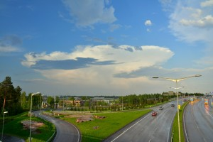 Kuva 1: Cumulonimbus Helsingin pohjoispuolella toukokuussa 2014 (kuva: Markus Mäntykannas)