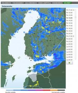 Kuva 1: Kuluneena kesänä salamointi on ollut hyvin paikallista ja liittynyt yksittäisiin kuuroihin. Forecan Salamatutkasta (Veneilysään alta) voit seurata reaaliajassa salamointia Suomessa.