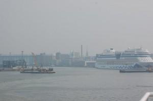 Kuva 2: Venäjän metsäpalosavut tekivät maisemasta utuisen heinä-elokuun vaihteessa 2010 (kuva: Markus Mäntykannas / Helsinki)