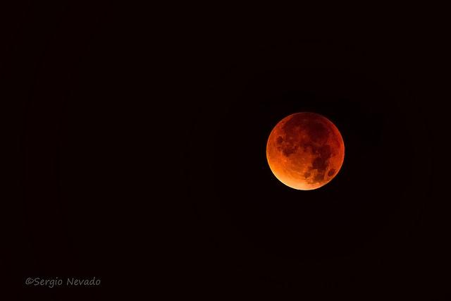 Kuunpimennys 28.9.2015 (kuva: Sergio Nevado / Flickr)
