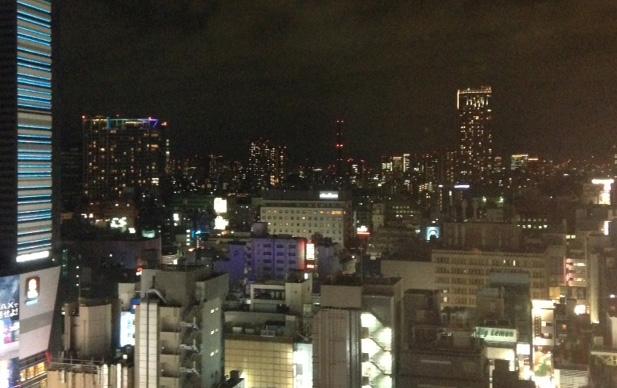 Tokion Shinjuku sateen tauottua, pilvipeitekin rakoilee (Kuva: Joanna Rinne)
