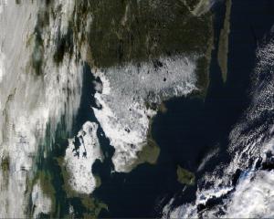 Kuva 14: Eteläinen Ruotsi ja Tanska saivat paikoin paksunkin lumipeitteen marraskuun lopun kylmänpurkauksen yhteydessä (kuva: NASA)