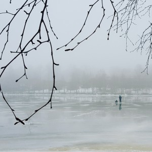 Kuva 2: Sumuinen ja vetinen sää ei haitannut pilkkijöitä. (kuva: Markus M/Helsinki, Mustikkamaa)